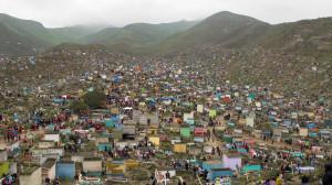"""Colori e festa il 1° Novembre al """"Cementerio de Nueva Esperanza"""", il secondo cimitero più grande del mondo, nella periferia sud di Lima"""