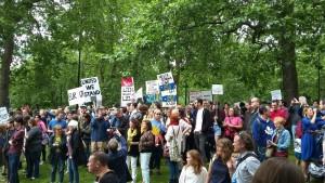 Manifestanti a Londra,