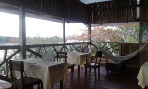 "altra vista del Bar di Patricia, lo ""Yacuruna RestoBar"" di Yurimaguas"