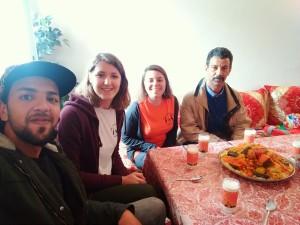 Accoglienza tipica a pranzo, con il cous cous, di una famiglia marocchina raggiunta dalla Riabilitazione su Base Comunitaria