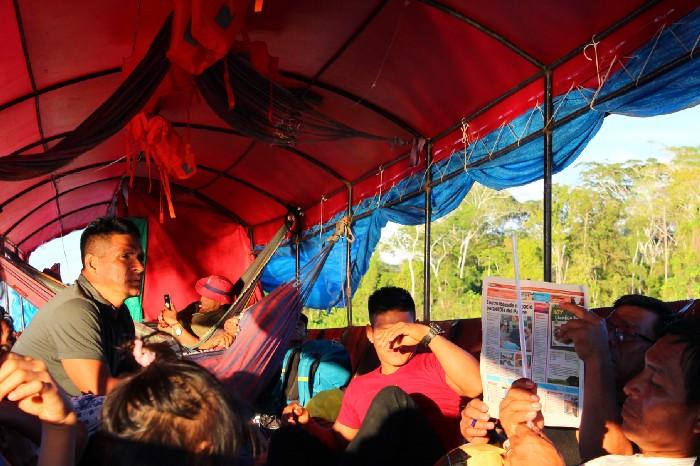 Il barco dell'Apu Alfonso e i nostri compagni di viaggio.